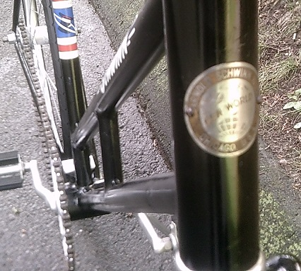 1941 SCHWINN NEW WORLD HEAD BADGE